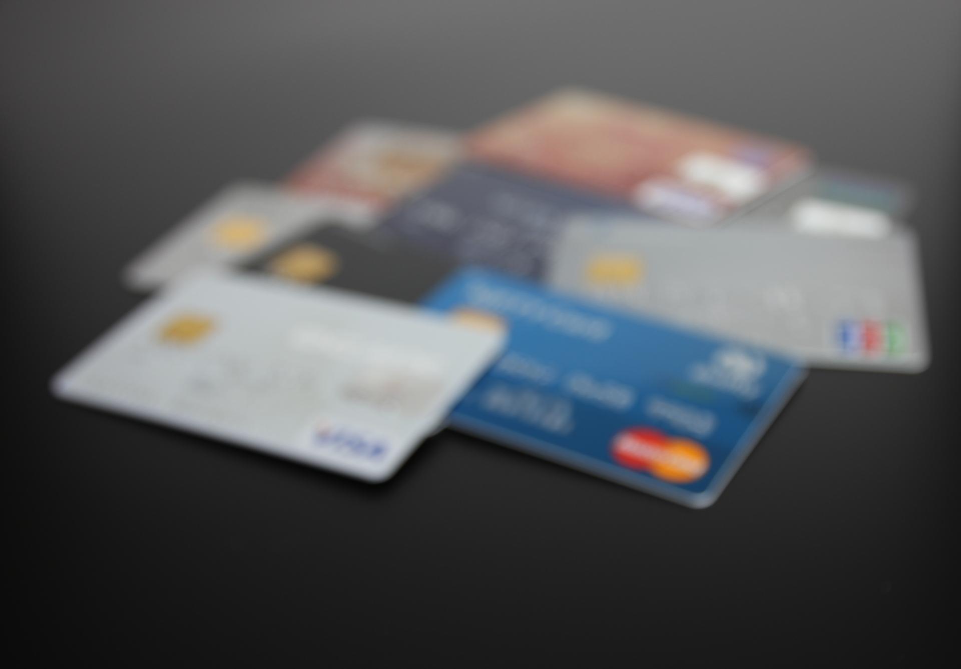 クレジットカード と マネパカード を比較してみたら、意外な結果になった。